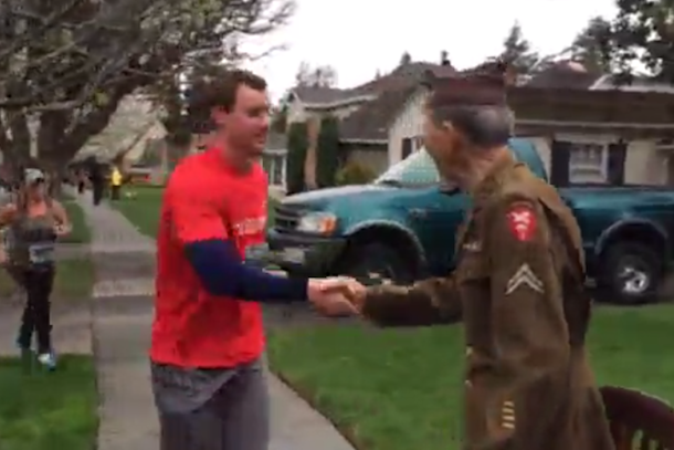 runners stop race to thank wwii veteran
