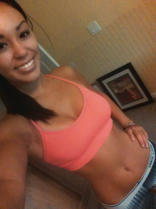 Gym Girls In Sports Bras (Pics)