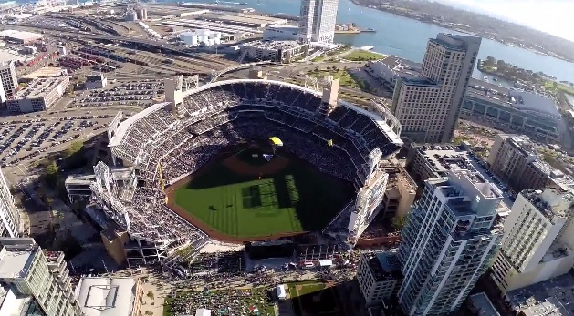 Navy SEALs Leap Frogs parachute into Petco Park