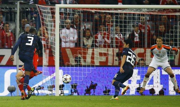 Patrice Evra goal vs Bayern
