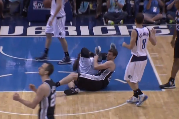 dejuan blair kicks tiago splitter in the head