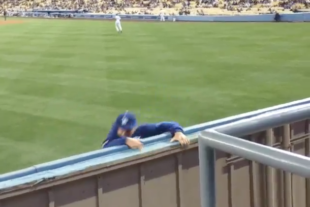 dodgers fans run onto field over wall escape