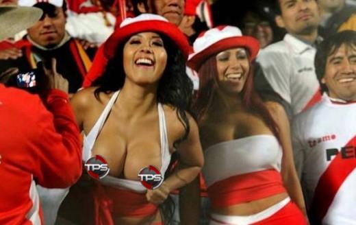 irina grandez and daysi araujo peruvian soccer flashers - sports flashers