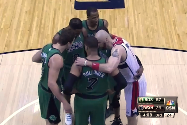 marcin gortat joins celtics huddle