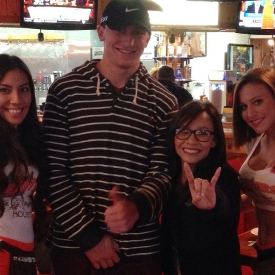 10 johnny-manziel-hooters-houston @jle0511