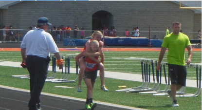 Girl Helps Twin Sister Across Finish Line