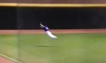 LSU Outfielder Jared Foster Saves Game With Incredible Catch (Video)