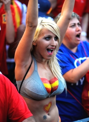 14-spain-1-hottest-fans-2014-fifa-world-cup