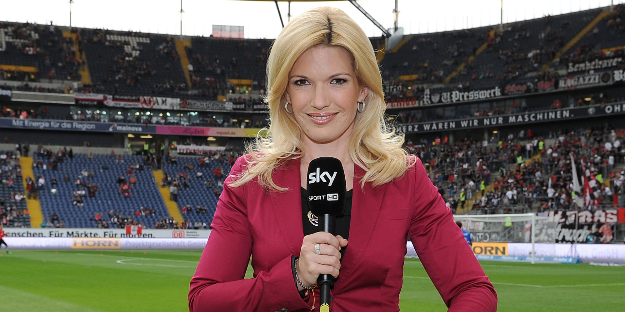 18-jessica-kastrop-sky-sports-deutschland-germany-hottest-soccer-reporters-around-the-world