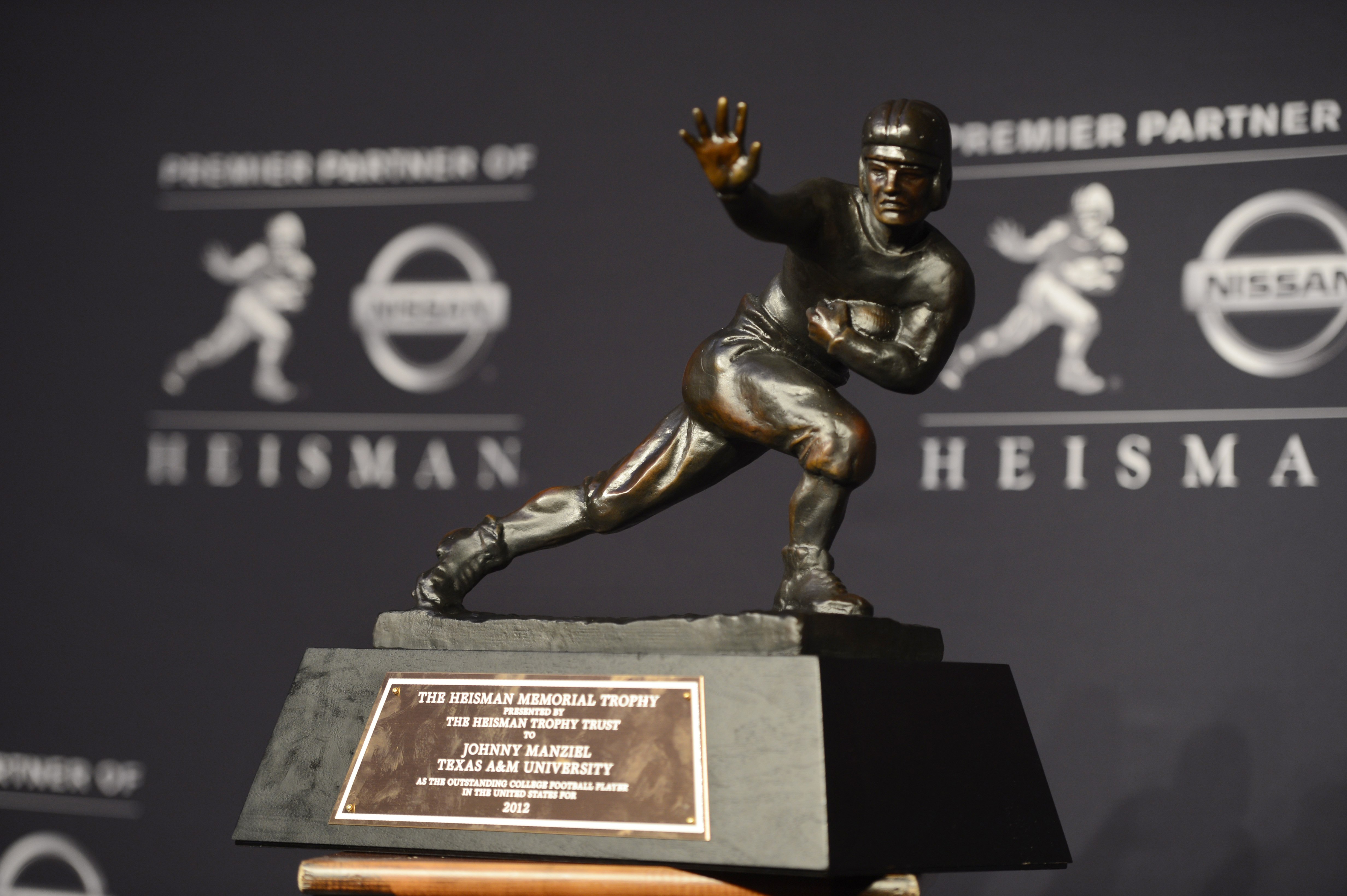 6-heisman-trophy-college-football-greatest-trophies-in-sports
