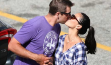 Aaron Rodgers Doesn't Know Where to Put His Hands While Kissing Olivia Munn (Photo)