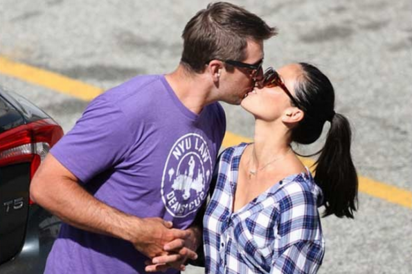 Aaron Rodgers Kissing Olivia Munn