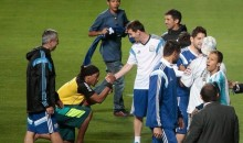 Ronaldinho Lookalike Crashes Argentina's World Cup Training Session (Video)