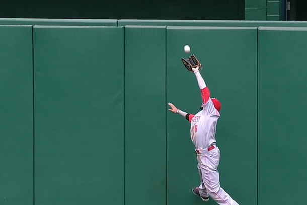 billy hamilton great catch against the wall
