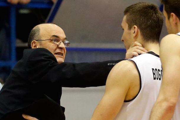 serbian basketball coach chokes player - dusko vujosevic and bogdan bogdonovic