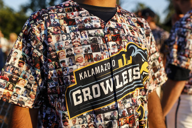 1 kalamazoo growlers selfie jersey - crazy minor league jerseys
