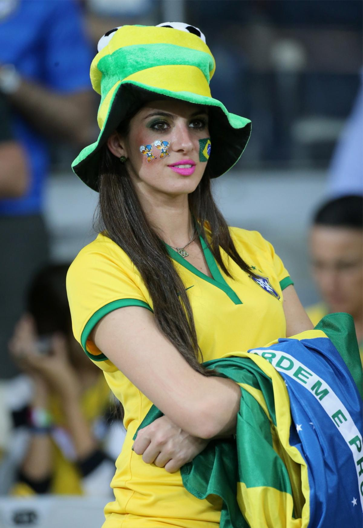 4 hot brazil fan 5 - hottest female fans 2014 world cup