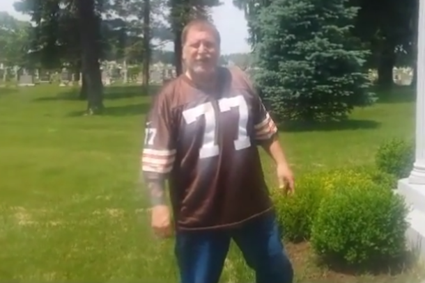 cleveland browns fan take piss on art modell's grave