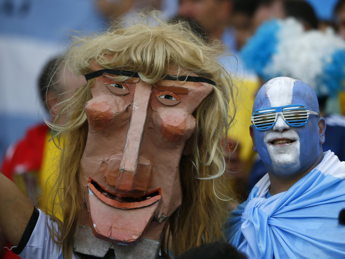 creepy giant head argentina fan - craziest fans at 2014 fifa world cup