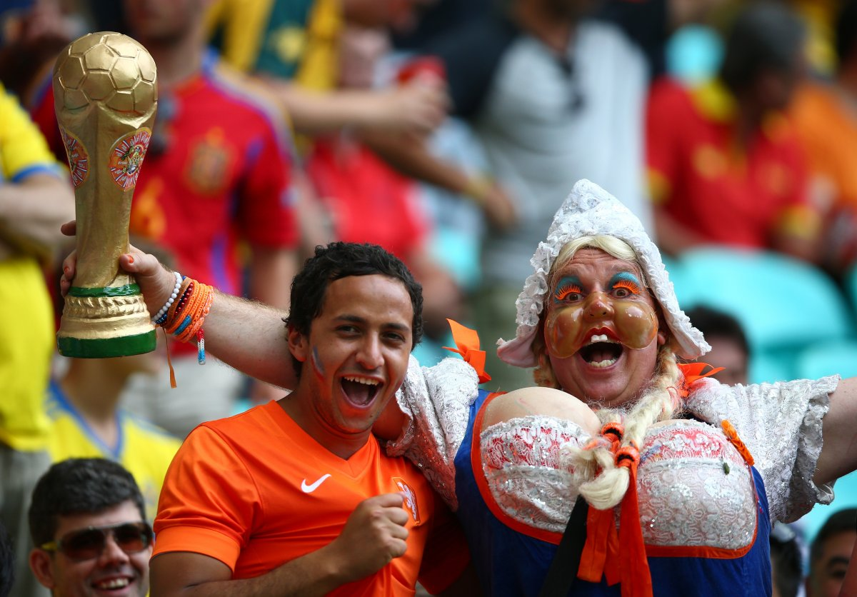 dutch soccer fan - craziest fans at 2014 fifa world cup