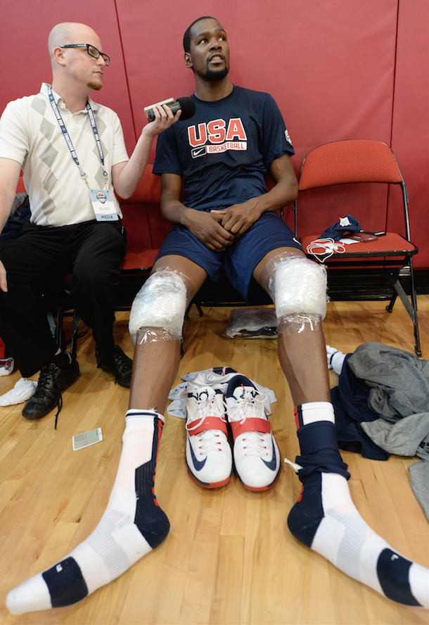 NBA MVP Kevin Durant Has Comically Large Feet (Pic ...
