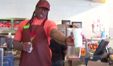 Vernon Davis Goes Undercover at Jamba Juice and Messes with 49ers Fans (Video)