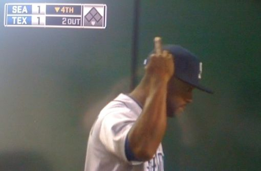 milton-bradley-middle-finger to rangers fan - athletes flipping the bird