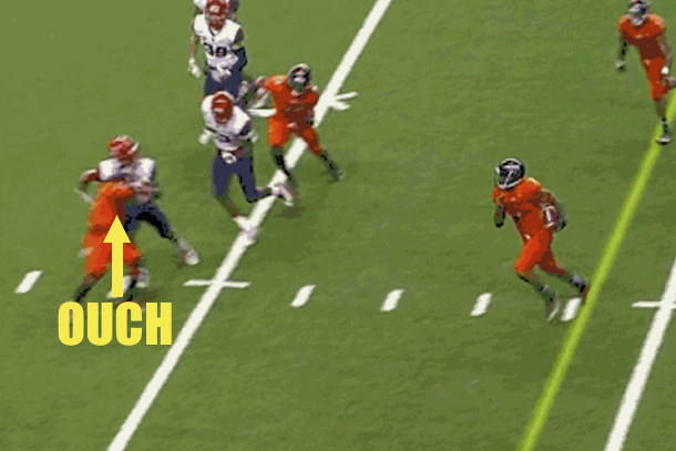 UTSA Roadrunners football player destroys Arizona player with epic block