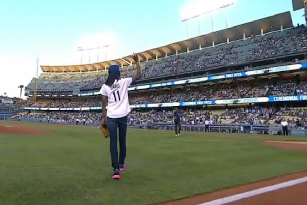 mo'ne davis first pitch dodgers game