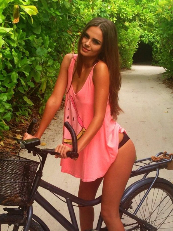 Smoking Hot Girls On Bikes (Pics) | Total Pro Sports
