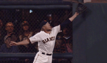 Amazing Hunter Pence Catch Saves Extra Bases, Leads to Amazing Hunter Penceface (Video + GIF)