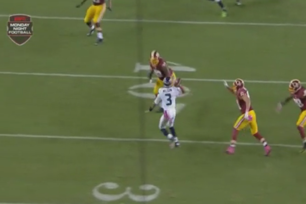 russell wilson scramble throw to marshawn lynch