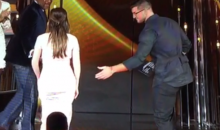 Tim Tebow Left Hanging by Kacey Musgraves at CMAs (Video)
