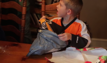 Best Christmas Prank Ever: Flyers Kid Gets Sidney Crosby Jersey, Is Disgusted (Video)