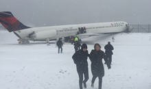 Giants TE Larry Donnell Was on the Plane that Slid Off LaGuardia Runway, and He Snapped Some Crazy Photos (Video + Pics)