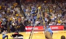 Grizzlies Mascot Goes WWE on Blazers Mascot in Game 1 (Video)