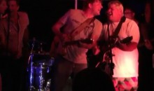 "John Daly Sings ""Knockin' on Heaven's Door"" Three Days After Suffering Collapsed Lung (Video)"