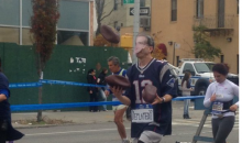 Guy Runs NYC Marathon Dressed As Tom Brady While Juggling Deflated Footballs