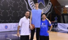 This 15 Year-Old Romanian Basketball Player Is A Gigantic 7'6″ (Video)