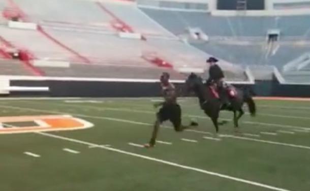 Dez Bryant Races Horse