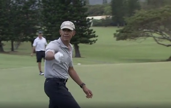 president obama nails a 40 ft chip shot on vacation in hawaii video
