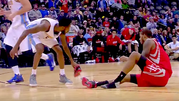 Trevor Ariza Loses Shoe Will Barton throws it away