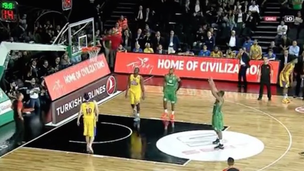 euroleague basketball game intentionally missed free throws