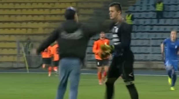 romanian goalie Alexandru Gudea gets red card for pushing fan who ran on field