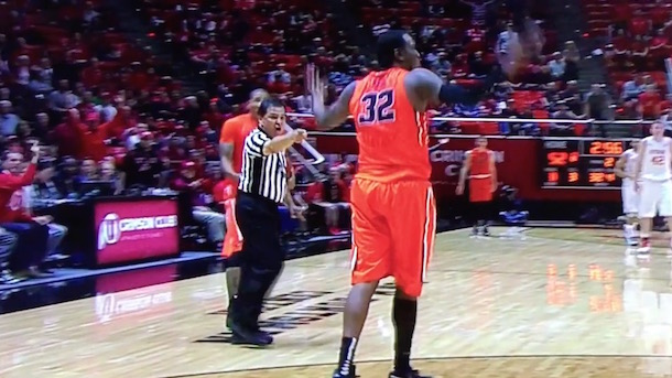 oregon state basketball player Jarmal Reid trips ref ejected