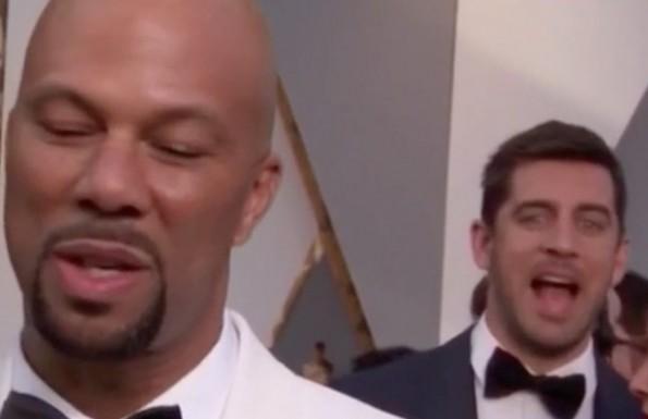 Aaron Rodger Oscars photobomb
