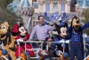 http://www.totalprosports.com/wp-content/uploads/2016/02/Peyton-Manning-Disneyland-5-285x400.jpg
