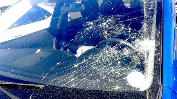 kyle schwarber breaks windshield