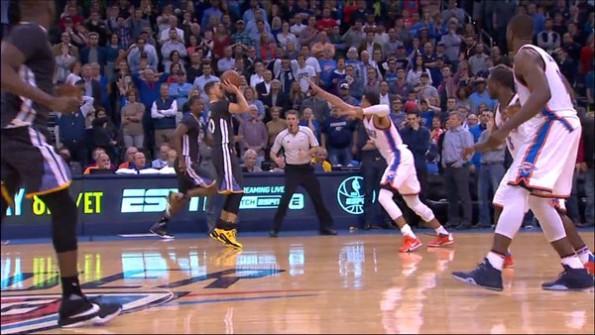 【影片】回味經典 | Curry生涯最經典一球!超遠三分絕殺雷霆,誰還記得科爾的表情?-黑特籃球-NBA新聞影音圖片分享社區