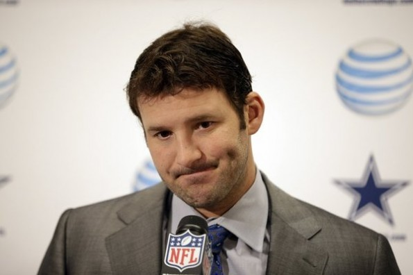tony-romo-dimples-geeksandcleats